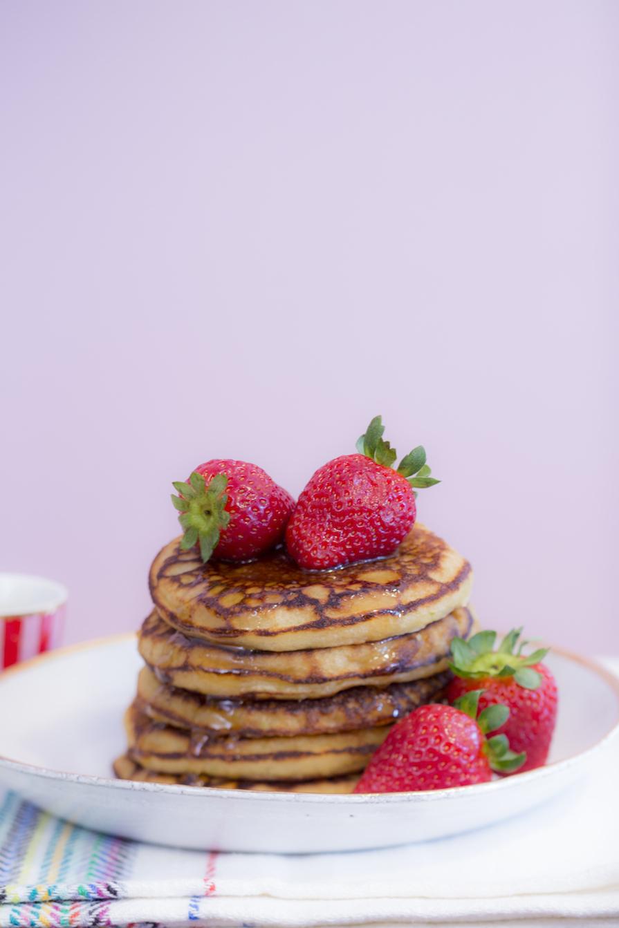 receita-como-fazer-panqueca-doce-iogurte-morango-mel-ickfd-2