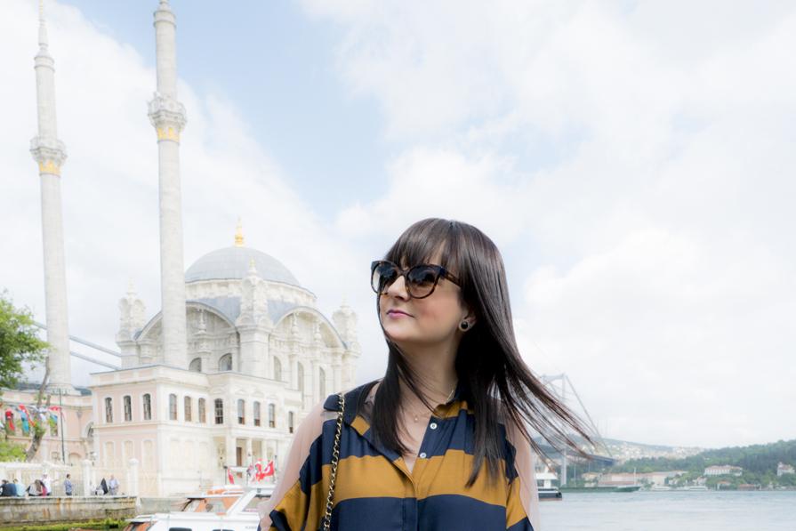 danielle-noce-vestido-farm-casaco-mar-jacobs-bolsa-chanel-tenis-vans-viagem-istambul-detalhe