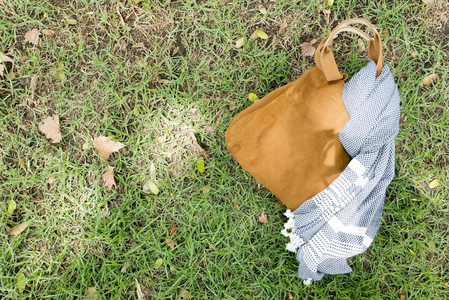 danielle-noce-look-ootd-saia-preta-longa-camiseta-coruja-farm-bolsa-camurca-benetton-2