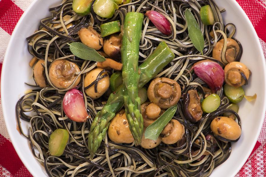receita-como-fazer-macarrao-cogumelo-aspargo-3