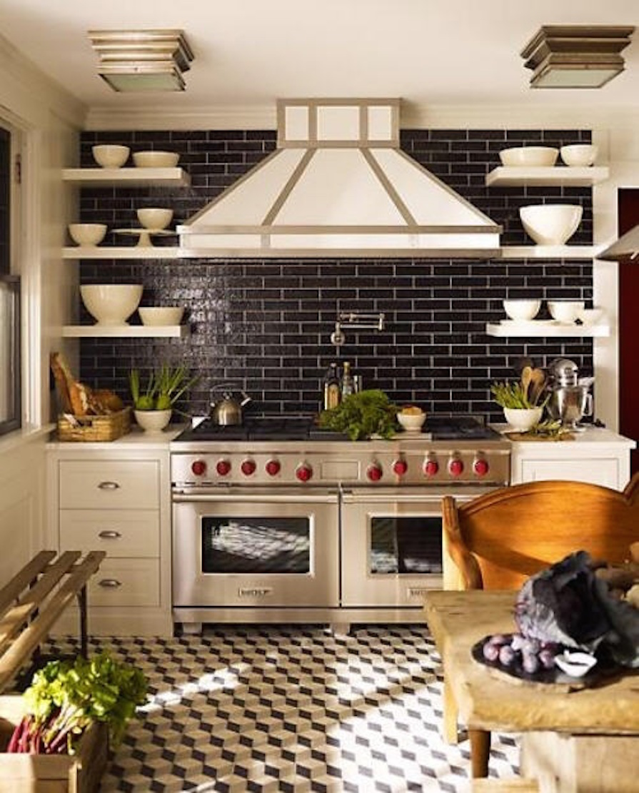 5 cozinhas com ladrilhos hidr ulicos no piso danielle noce Kitchen ideas with black and white tiles