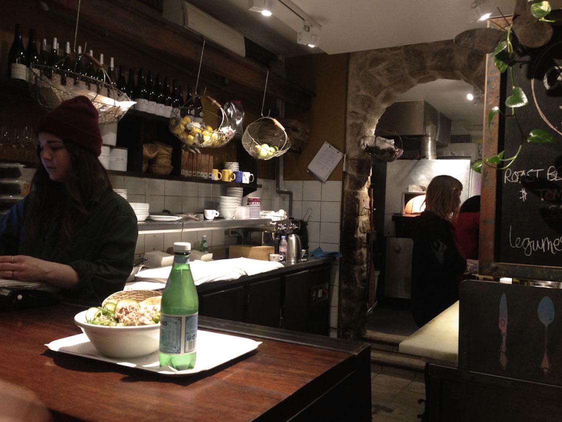 cosi-o-restaurante-simples-de-paris-sanduiches-e-saladas-danielle-noce-3