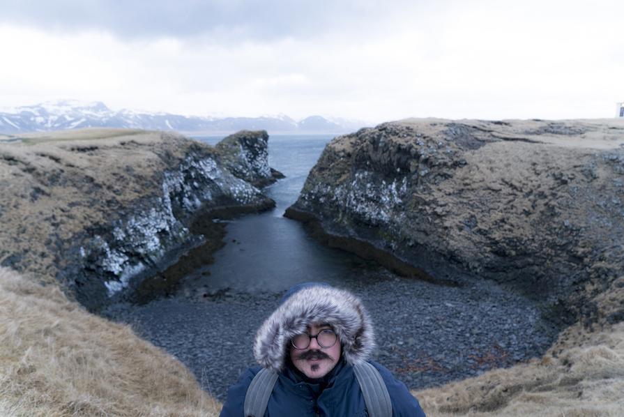 primeiro-dia-agitado-na-islandia-look-poncho-igrejas-budir-danielle-noce-12