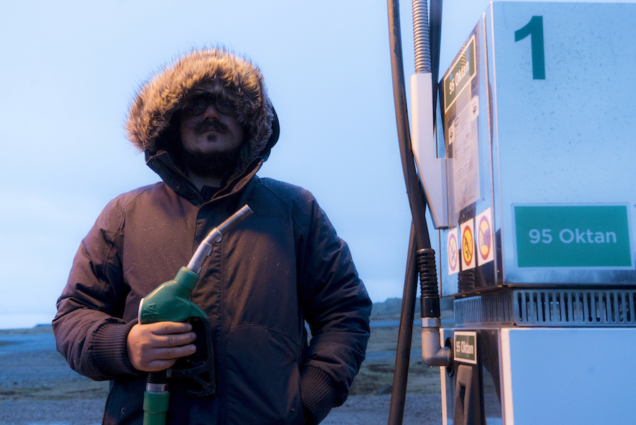 primeiro-dia-agitado-na-islandia-look-poncho-igrejas-budir-danielle-noce-13