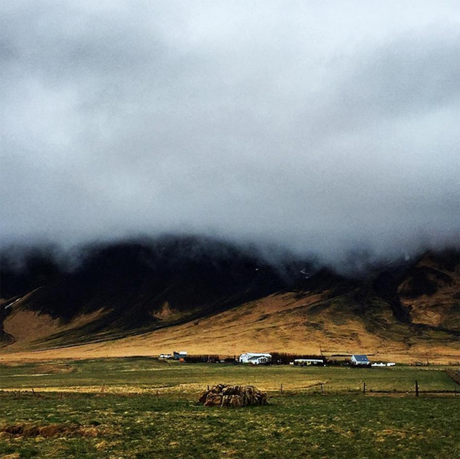 primeiro-dia-agitado-na-islandia-look-poncho-igrejas-budir-danielle-noce-5