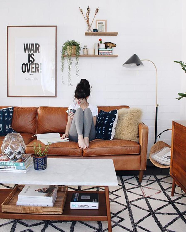 sofa-de-couro-marrom-cool-decoracao-descolada-e-moderna-danielle-noce-1