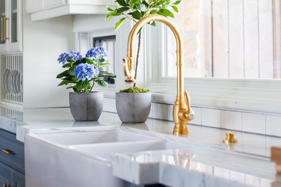 torneiras-incriveis-para-cozinha-banheiro-lavabo-ideias-teto-chao-parede-mesa-monocomando-decor-danielle-noce-imagem-destaque