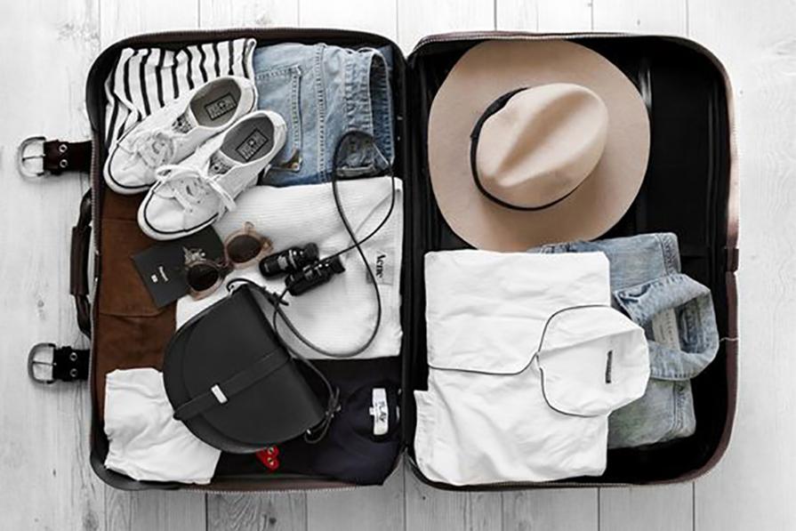 10-pecas-e-acessorios-que-valem-pena-levar-na-mala-de-viagem-danielle-noce-imagem-destaque