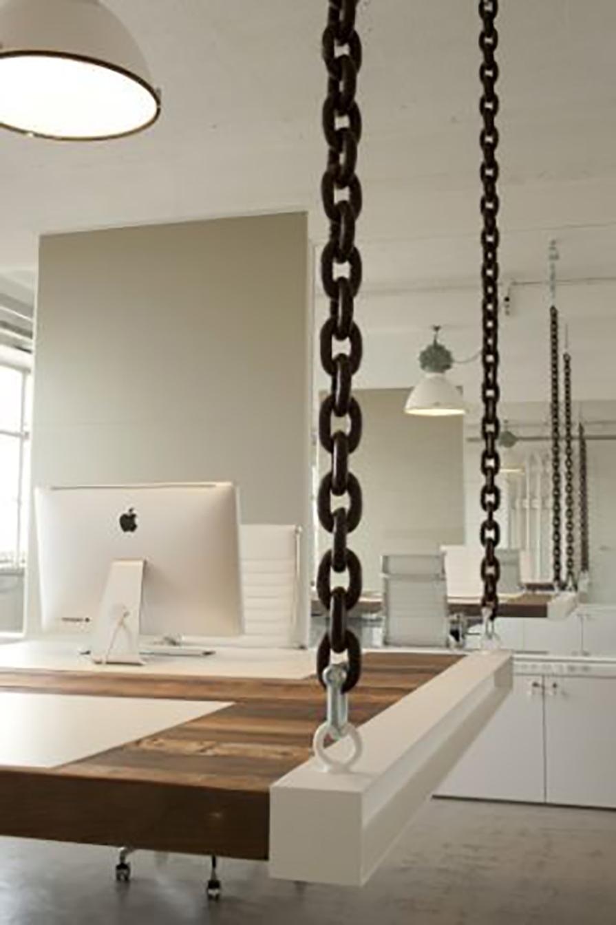 charme-no-escritorio-mesas-suspensas-cabos-de-aco-corrente-couro-danielle-noce-decor-4