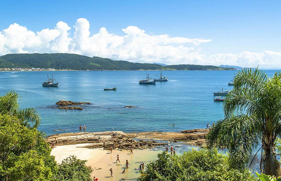 Imagem Praia da Lagoinha em Bombinhas - SC.